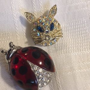 Two vintage brooches( pins)